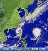 Citra satelit cuaca MTSAT-1R memotret pusaran taipun yang mendekati Taiwan dan Jepang (Okt 2009)